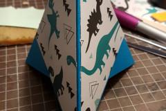 Zeltkarte, Dino, aufgestellt
